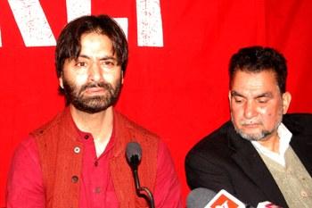 Even Kashmiri separatist leaders wary of AAP