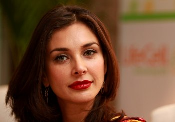 Lisa Ray likes to promote India worldwide