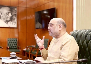 Shah calls up Dona Ganguly to know Sourav's well-being