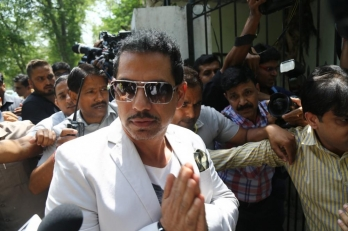 I-T dept quizzes Vadra for 9 hrs in Benami properties case