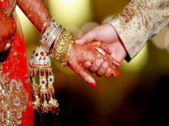 ?Policemen play matchmaker, pacify estranged lovers to tie knot