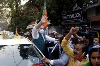 Nadda shown black flags by Trinamool supporters in Kolkata