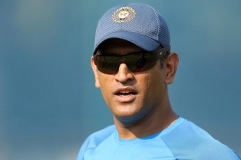 Dhoni swaps business class seat with economy class passenger