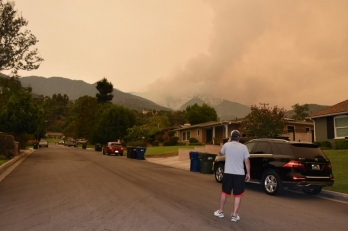 ?Wildfire near LA grows to over 100,000 acres