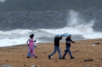 Very severe cyclonic storm Nivar to cross TN/P'cherry coast midnight