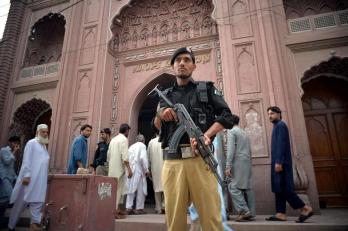 ?7 killed, 123 hurt in Peshawar madrasa blast