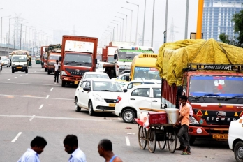 Delhi: No entry of commercial vehicles without RFID tags from Jan 1