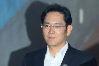 Samsung heir faces 9 years in prison over bribery case