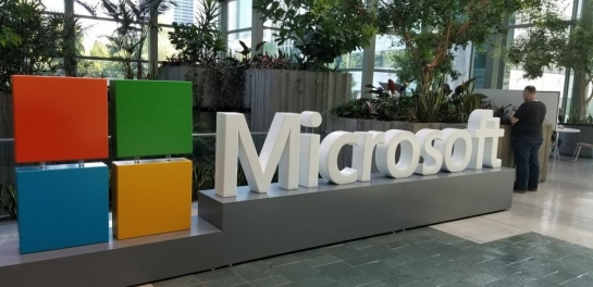 Salesforce buys Microsoft Teams riv