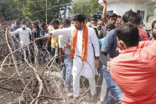 Tejasvi Surya removes police barric